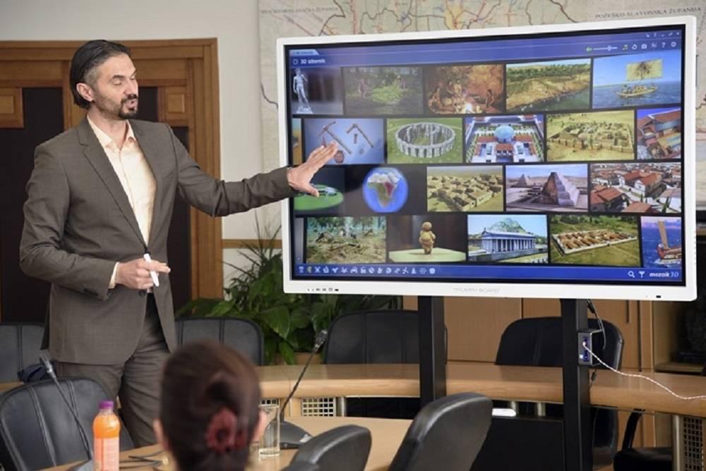 Brodsko-posavska županija oprema sve škole digitalnom platformom mozaBook