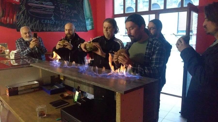 Jedinstveno - Vatrena posluga crnog Metalburgera u Ratatoille