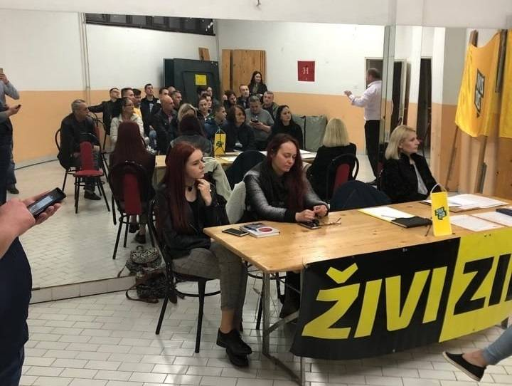 Živi zid u Slavonskom Brodu održao koordinaciju za EU izbore - donirao i dječje igralište vrtiću