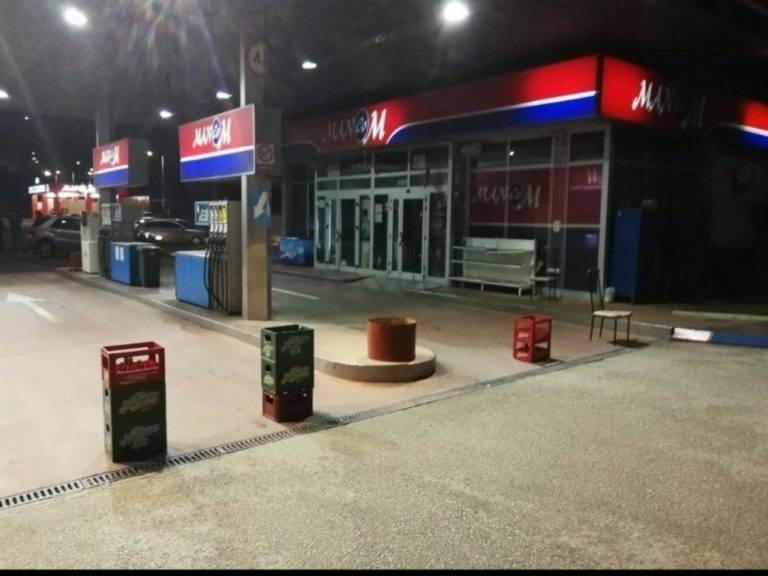 BOSNA SE BUDI! Radnici nezadovljni malim plaćama dali kolektivni otkaz i zatvorili pumpu!