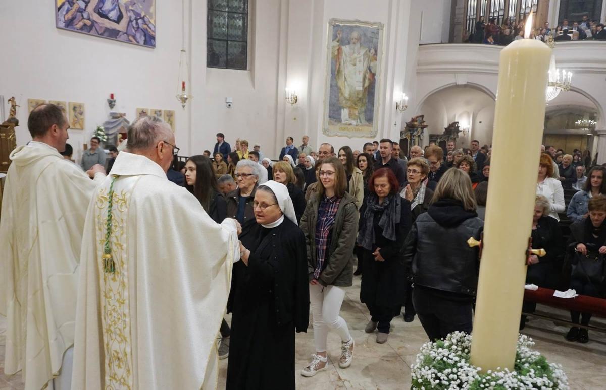 Vazmeno bdijenje u požeškoj Katedrali