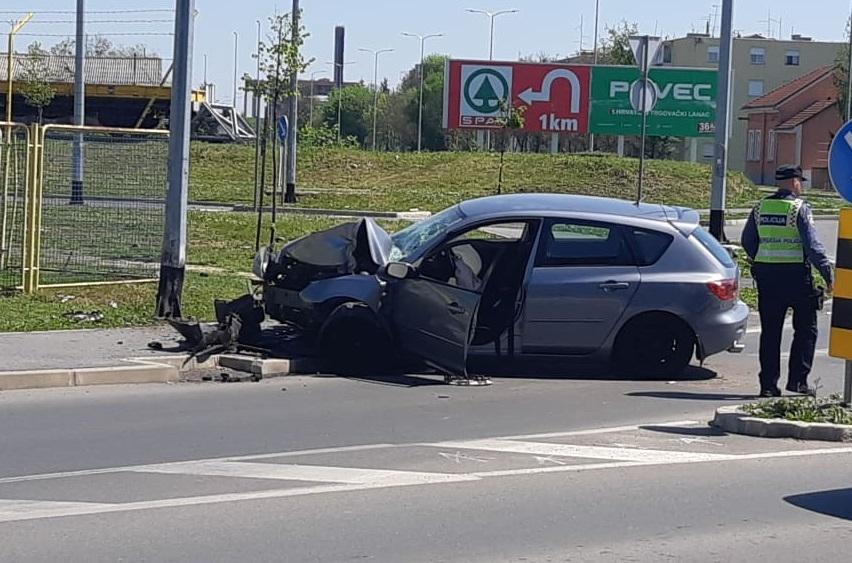 Prometna nesreća na kružnom toku kod Halajka