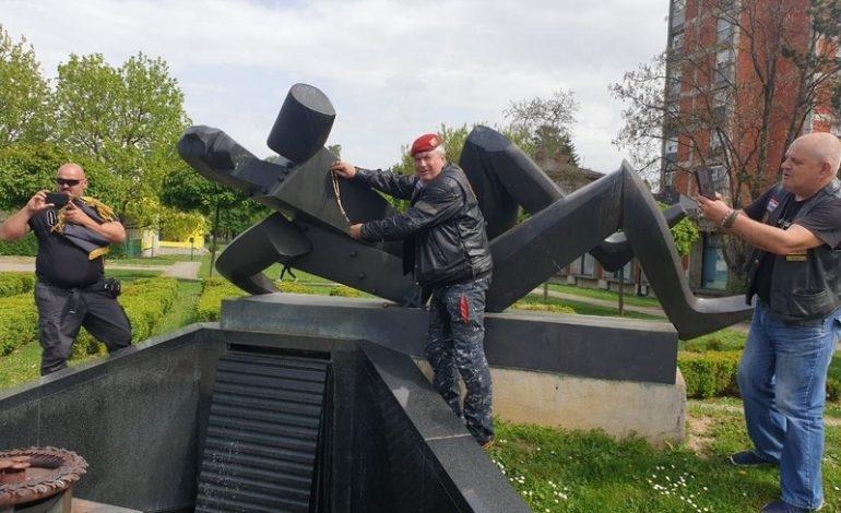 """Bikerska karavana posjetila Novu Gradišku u sklopu akcije """"28 krunica za 28 godina"""""""