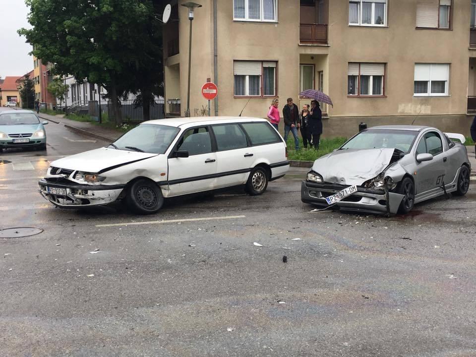 Jučer u Požegi dvije lakše prometne nesreće s materijalnom štetom