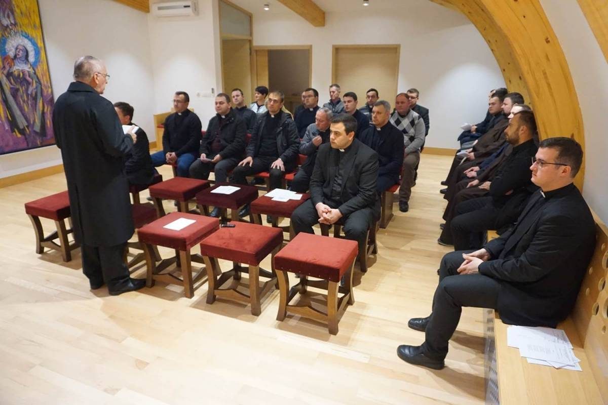 U Požegi održan susret trajne svečenićke formacije u vjeroučiteljskoj službi