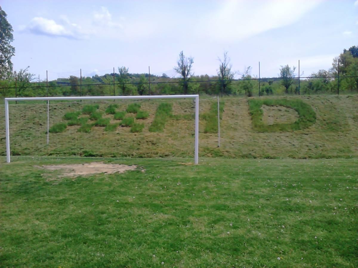 KRENULO JE: Postavlja se rasvjeta na stadionu u B. Drenovcu