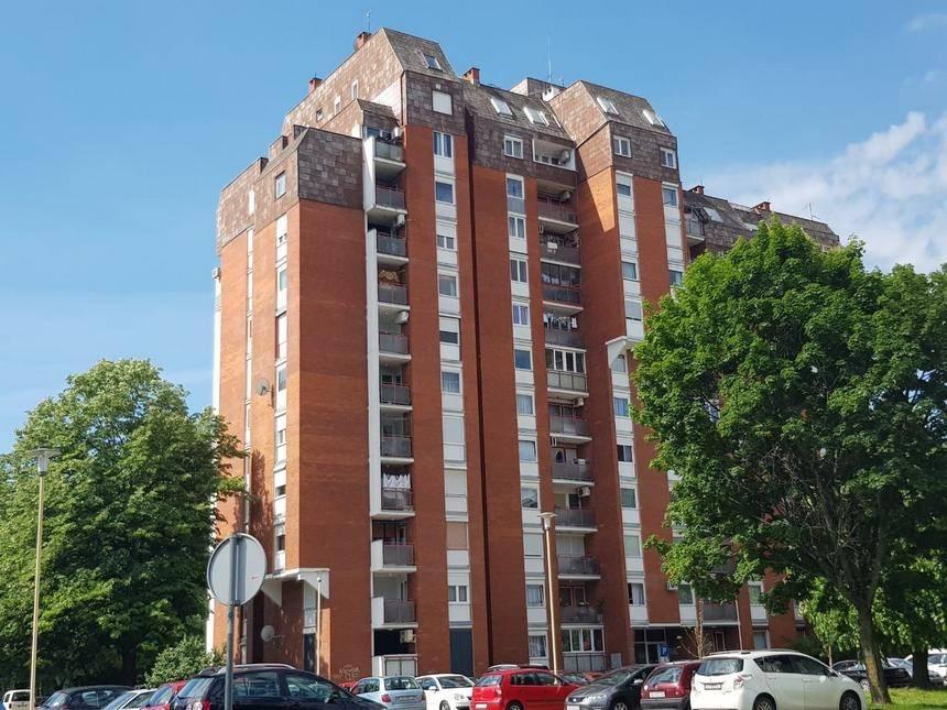 TRAGEDIJA: 24-godišnja Pakračanka skočila sa zgrade u Osijeku i preminula?