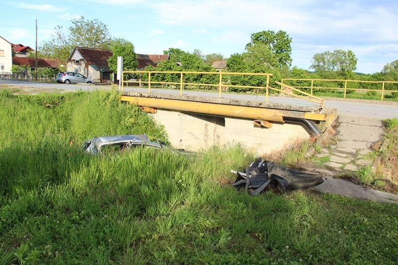 19-godišnji vozač koji je autom sletio u potok u Gradcu bio je pijan (1,71 promil)