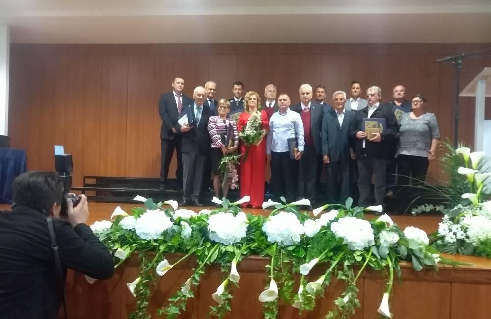 Danas su zaslužni građani dobili javna priznanja i nagrade Grada Slavonskog Broda