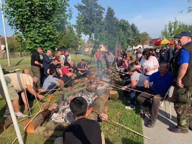 Na Festivalu slanine i vina u Kaptolu sudjelovale ekipe iz Japana, Njemačke, Mađarske i BiH