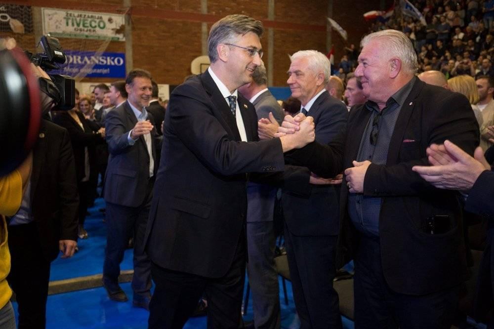Završni HDZ skup u Osijeku okupio članove i simpatizere iz naše županije
