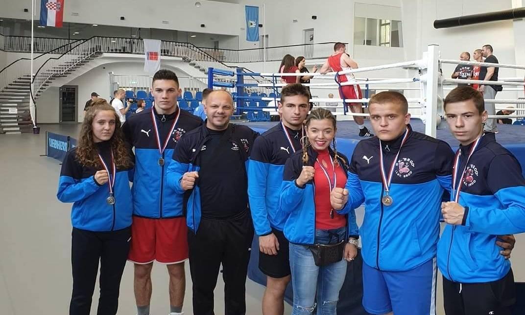 Naši brođani ne prestaju osvajati najbolja mjesta, ovaj vikend u grad stiglo je novih 6 medalja... bravo