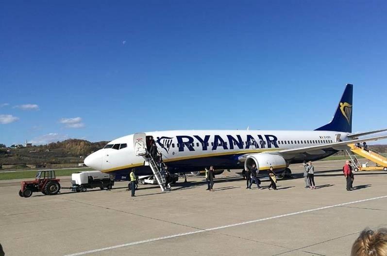 U avion Ryanaira pokušao unijeti prase na ražnju!