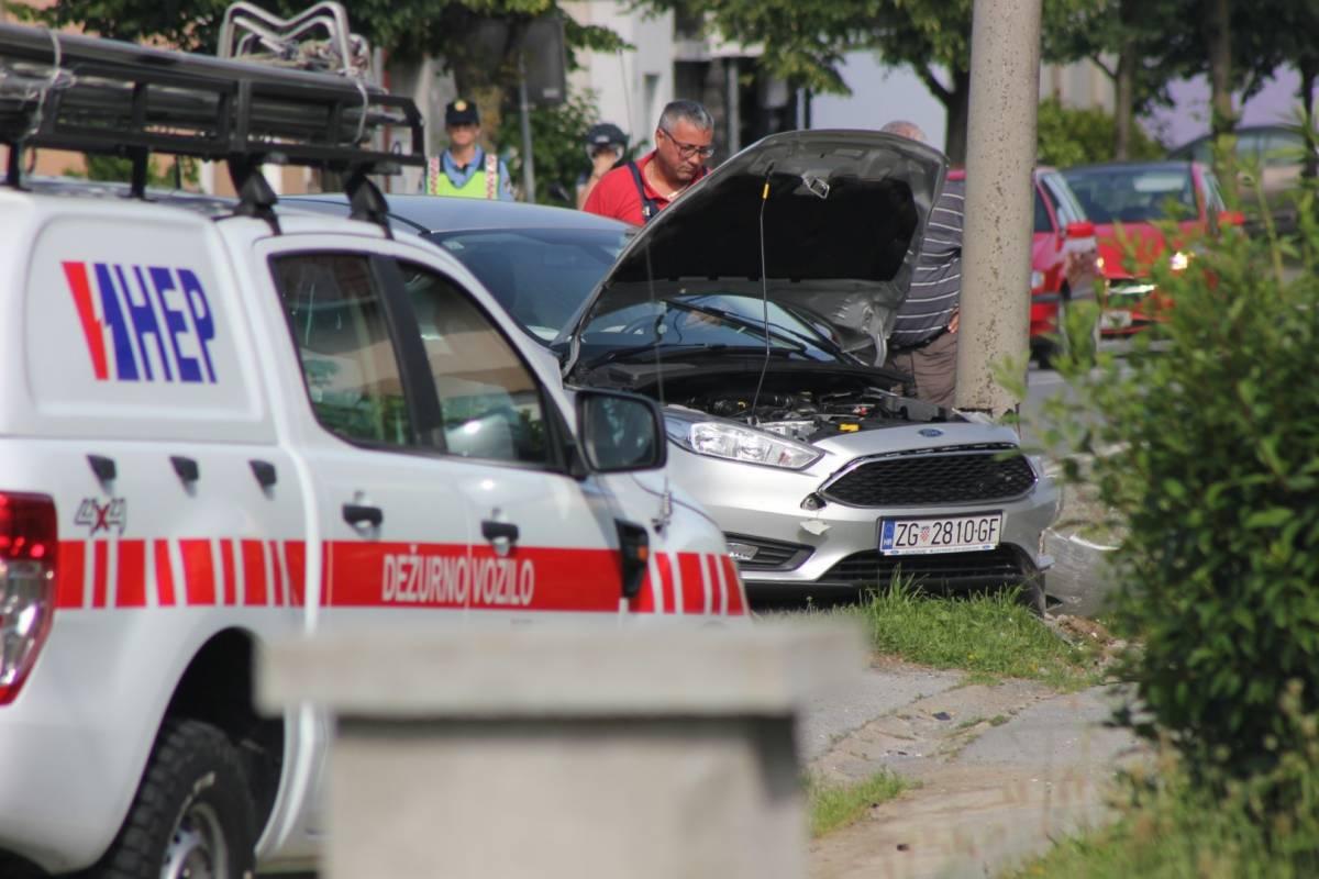 Prometna u Lipiku: Autom se zabio u rasvjetni stup