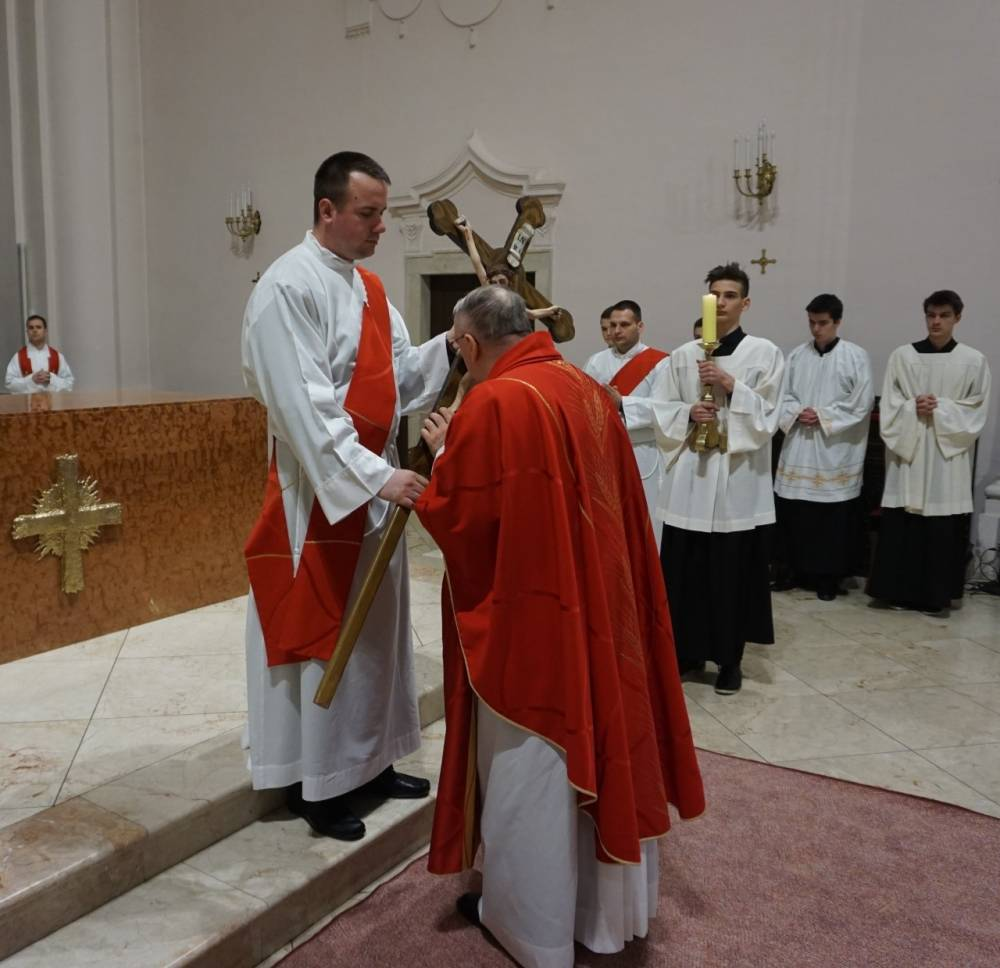 Obred Muke Gospodnje na Veliki petak u požeškoj katedrali
