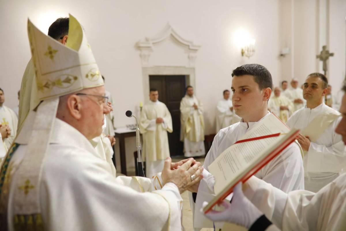 Svećeničko ređenje u požeškoj Katedrali