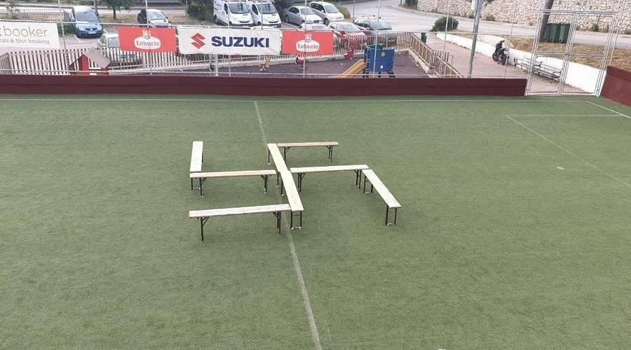 Pojavio se novi kukasti križ na nogometnim terenima!