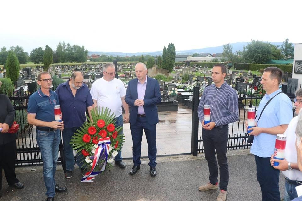 U Lipiku i Pakracu položeni vijenci povodom Dana državnosti