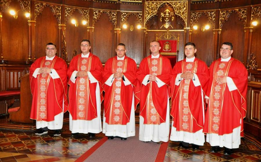 U Đakovu zaređeno šest novih svećenika, među njima i Brođanin Luka