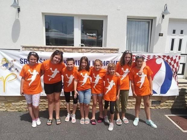 Osam mladih rukometašica ŽRK Lipik ŠR LiPa sudjeluje na kampu HRS-a