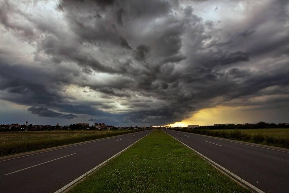 Upozorenje za unutrašnjost, istok i sjever zemlje gdje se mogu očekivati kiša, oluja i grmljavina