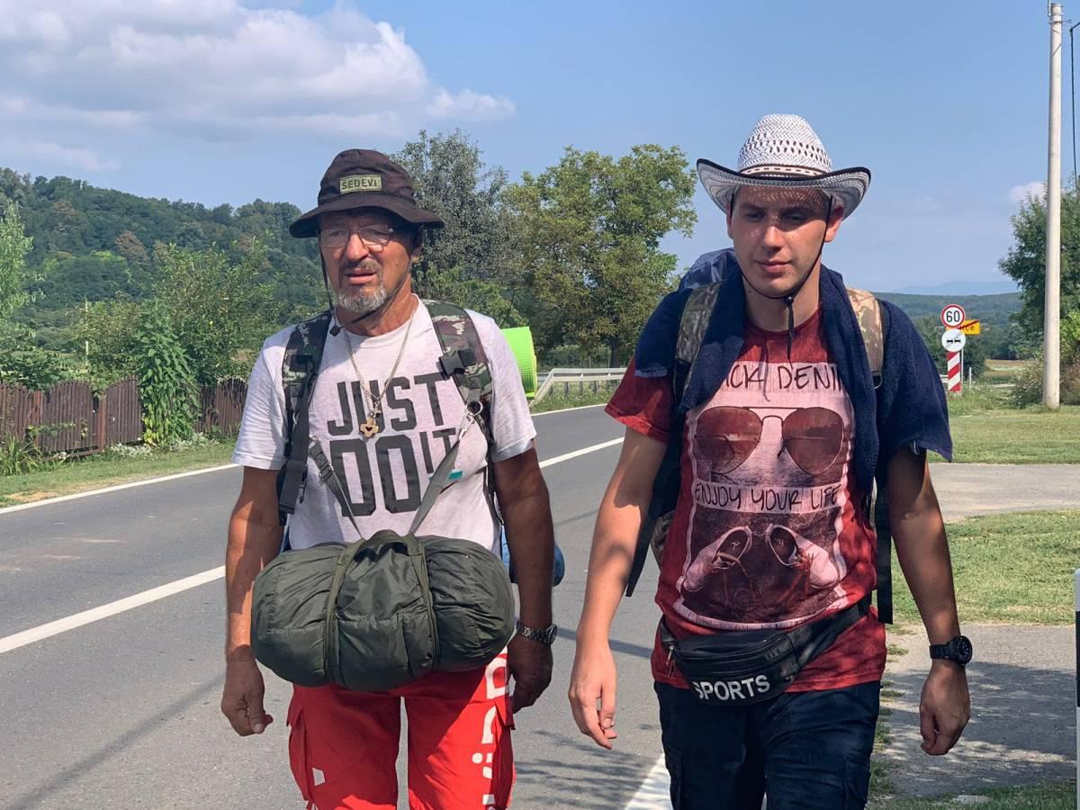 Ivan Šedevi s prijateljem Matijom odaje počast svom sinu Tomislavu pješačenjem do Međugorja