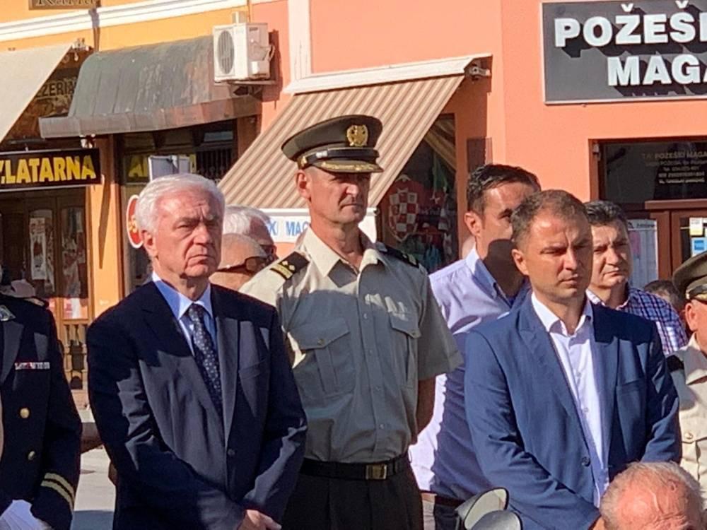 Predstavnici županije, gradova, općina i političkih stranaka položili vijence na Trgu 123. brigade