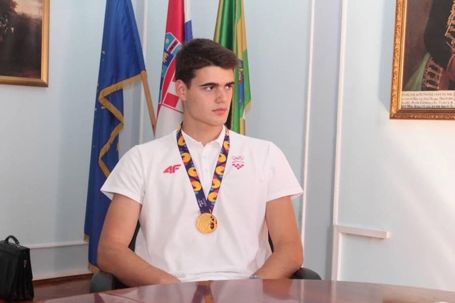 ZLATNI RUKOMETAŠ: Jakšićanin Mislav Obradović na prijemu kod župana
