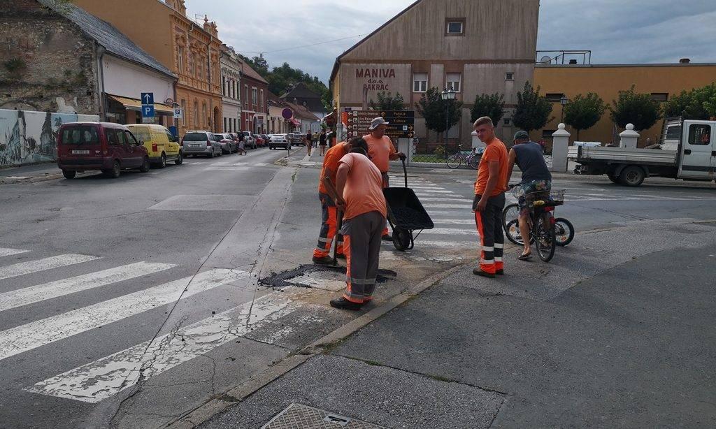 Saniranje udarnih oštećenja na ulicama Pakraca