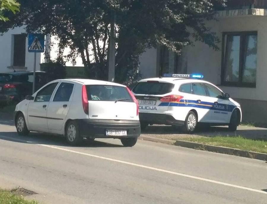 SLAVONSKI BROD - Prometna nesreća u Kumičićevoj ulici, jedna osoba ozlijeđena