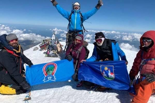 """Članovi HPD-a """"Sokolovac"""" Požega, Silvija i Ratimir Čajka - prvi Požežani koji su se popeli na Elbrus, najviši vrh Europe"""