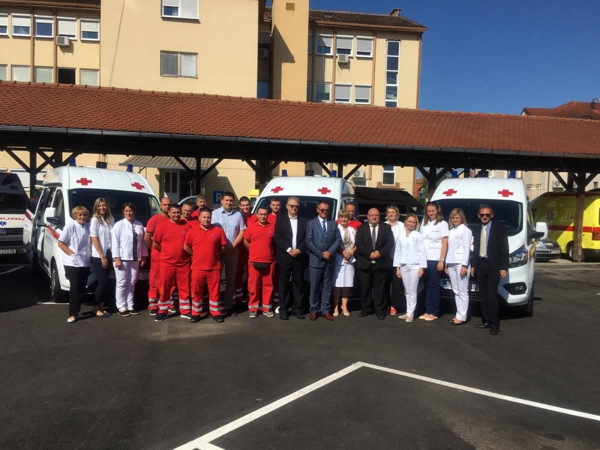 Požeški Dom zdravlja od danas bogatiji za četiri nova sanitetska vozila, tri sestrinska vozila te novi parking