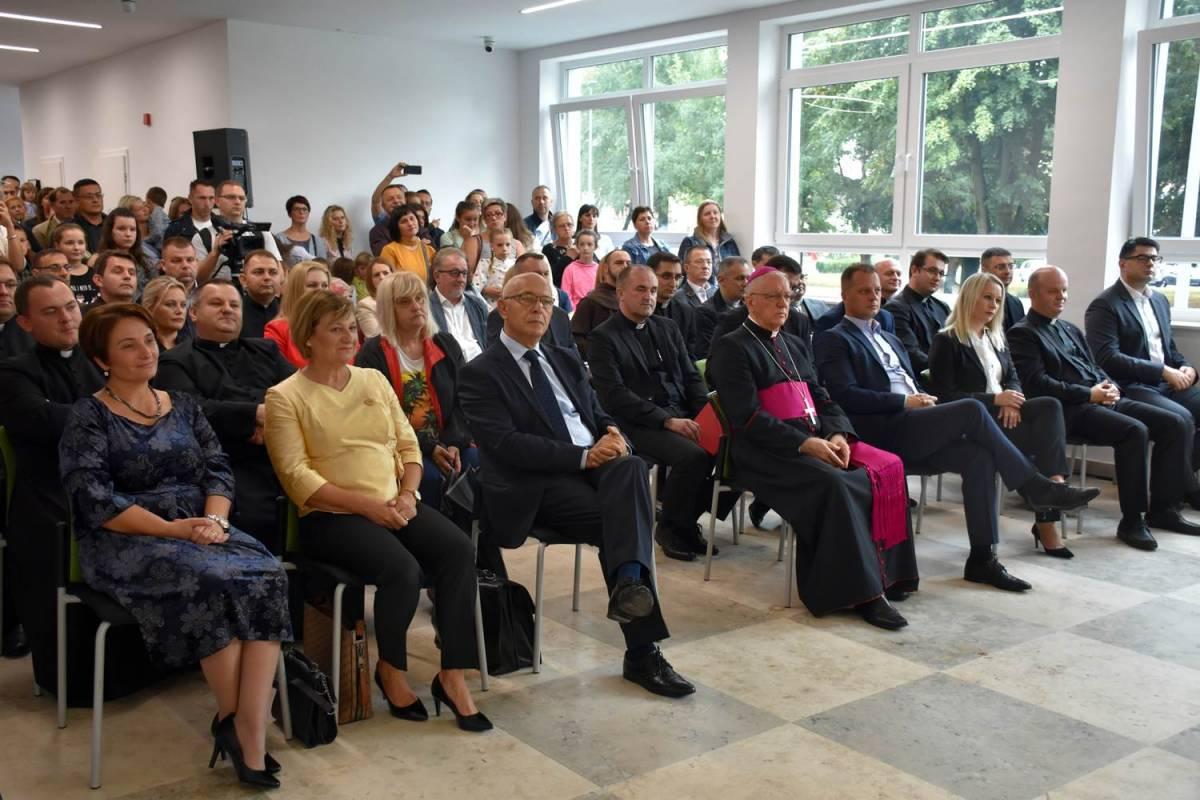 Blagoslov i otvorenje Katoličkih škola u Virovitici