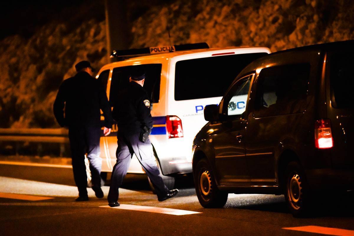 26-godišnji mladić tjelesno napao 24-godišnjakinju u automobilu u Jakšiću