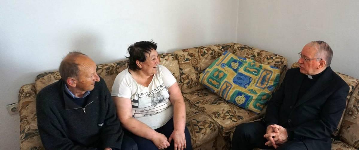Na godišnjicu svog ređenja biskup Škvorčević pohodio dvije siromašne požeške obitelji