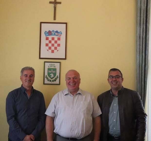 Potpisani ugovori o energetskoj obnovi zgrade Društvenog doma u Marinom Selu i obnovi krovišta Društvenog doma u Poljani