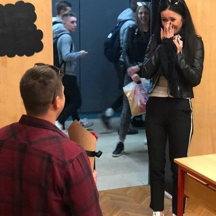 SLAVONSKI BROD: Zaprosio je djevojku u učionici