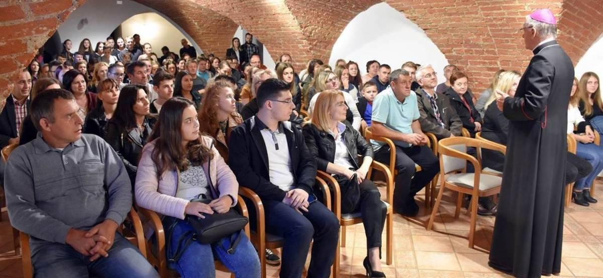 Požeška biskupija dodijelila stipendije učenicima i studentima