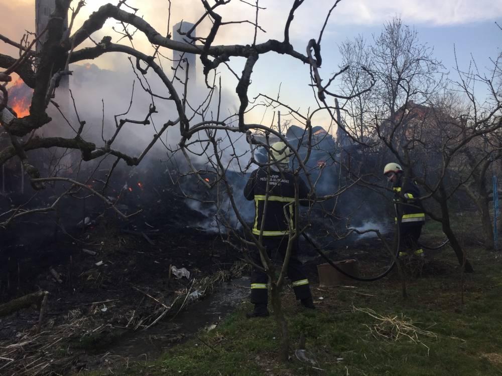 Vatrogasci gasili divlji deponij i rolo bale sijena, hitna intervenirala 19 puta