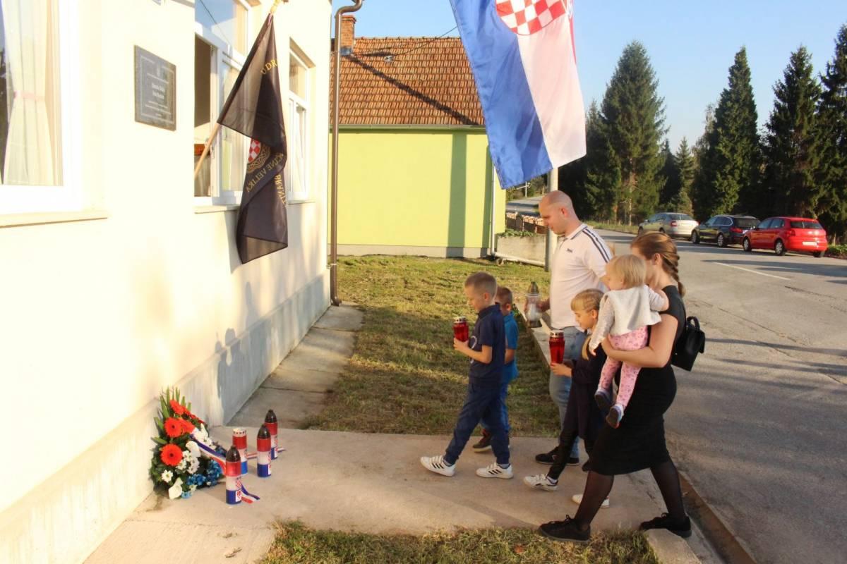 Krvlju zalili rodnu grudu: Obilježena godišnjica pogibije Z. Bešlića i I. Stožickog
