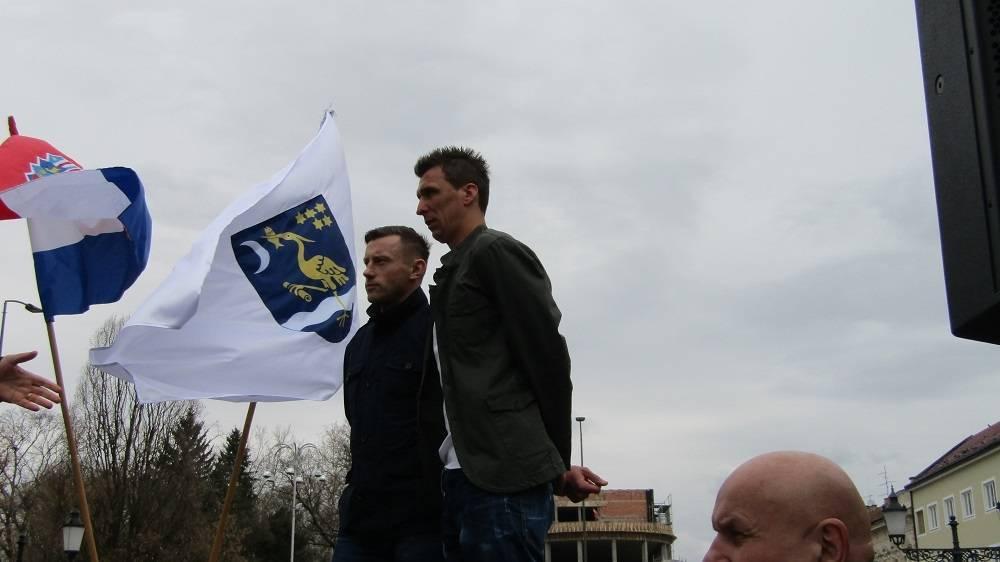 Ivica Olić i Mario Mandžukić ponovno pokazali da u njima kuca ʺBrodsko srceʺ. Darovali Marsoniu vrijednim poklonom.