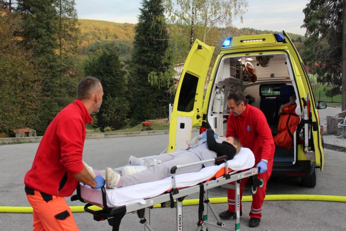 Izlazi s vatrogasnim paramedicem