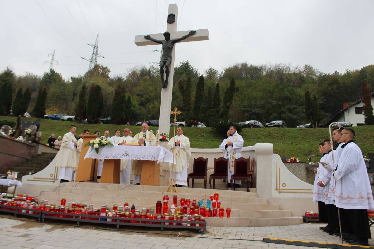 Biskup Škvorčević na groblju sv. Ilije predvodio misu povodom Svih svetih