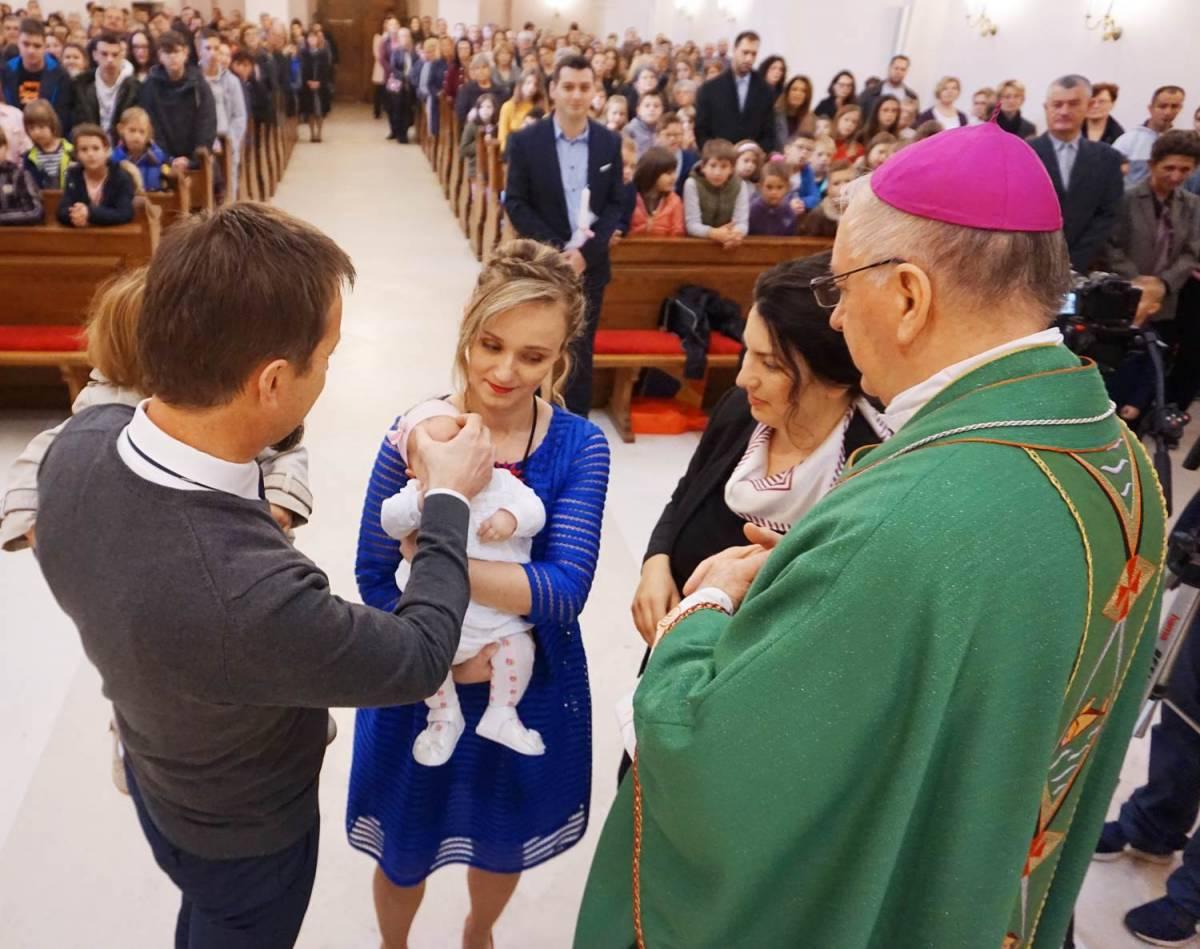 Biskup Škvorčević krstio peto dijete u obitelji Kotorac