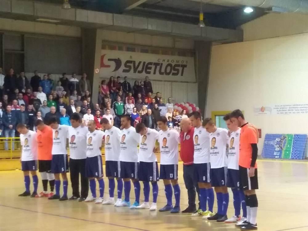Minutom šutnje sinoć je u ŠD ʺBrodʺ započela prvenstveno-humanitarna utakmica