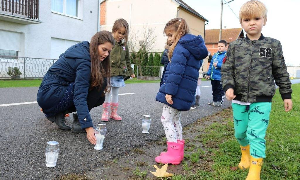 Pakrački mališani zapalili lampione u znak sjećanja na Vukovar
