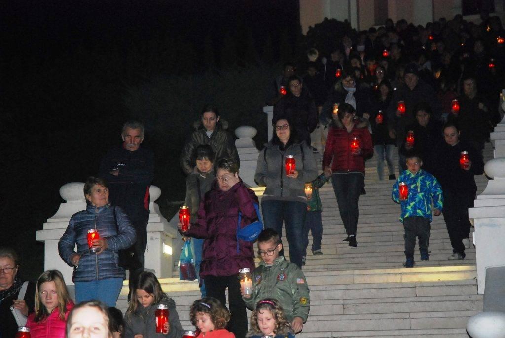 """Pakračani u  """"Mimohodu svjetlosti"""" u sjećanje na vukovarske žrtve"""