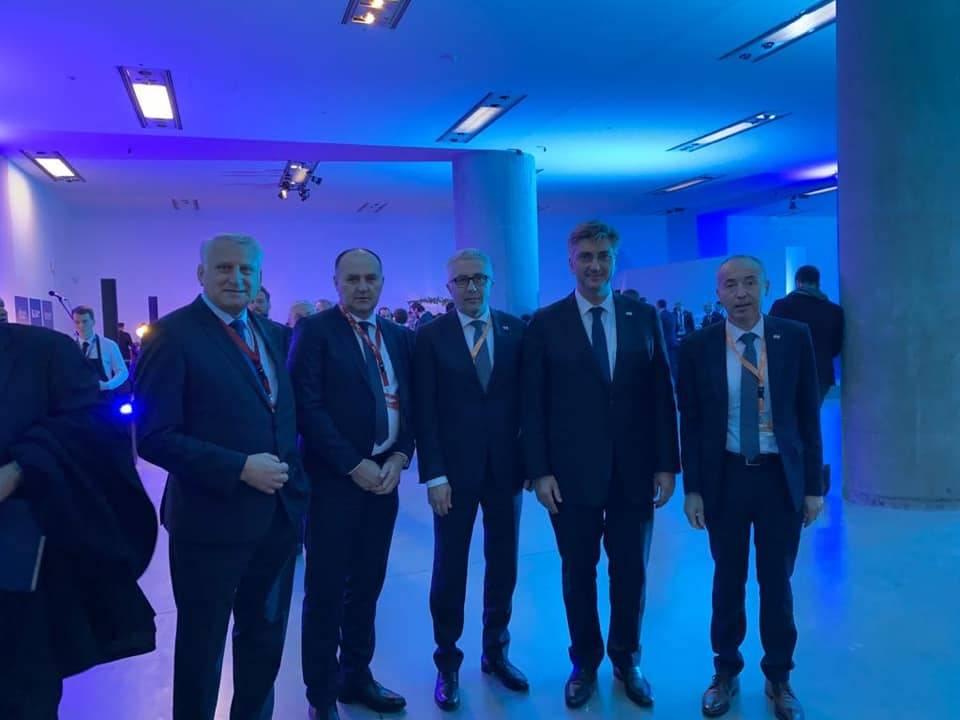 I Brodski HDZ-ovci na EPP Congressu u Zagrebu. Sve češće u društvu najsiromašnijeg saborskog zastupnika F. Lucića?