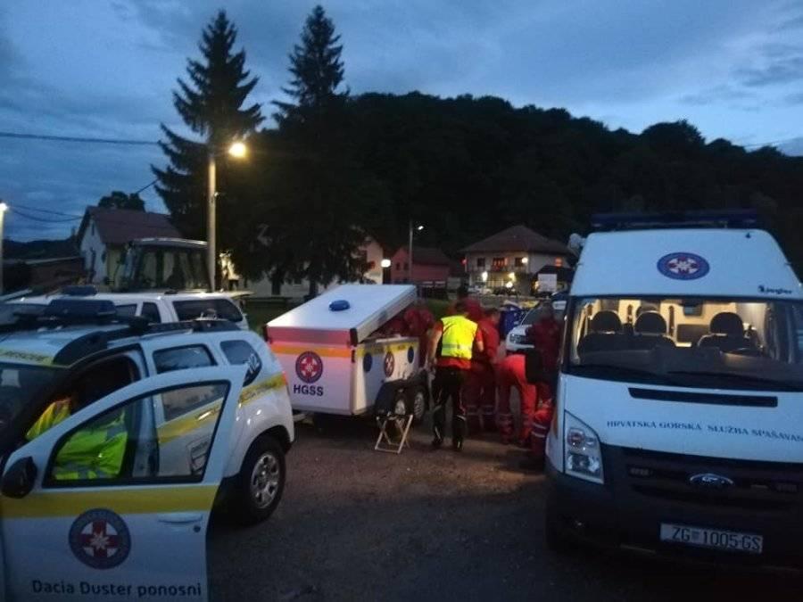Hrvatski timovi već drugi dan tragaju za žrtvama potresa u Albaniji