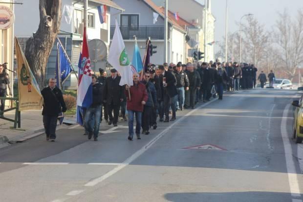 Svečanim mimohodom pobjednika obilježena 28. obljetnica oslobođenja i Dan branitelja Lipika
